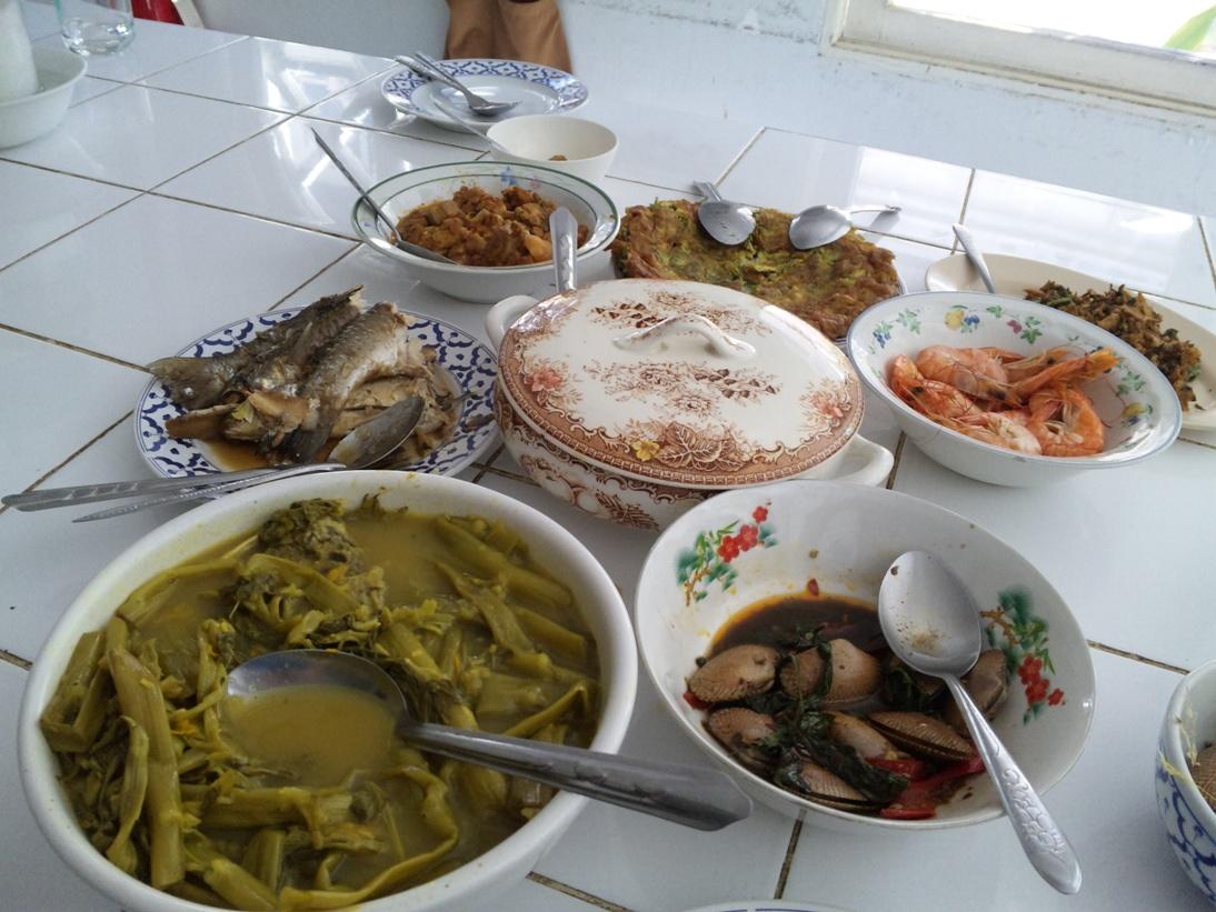 ご飯を入れる皿画像